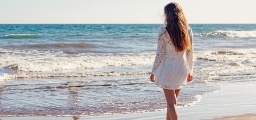 donna-spiaggia-mare