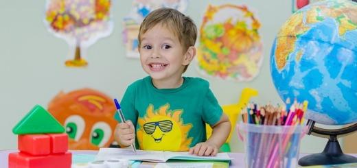 bambino-scuola-colori