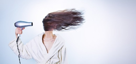 donna-asciugacapelli