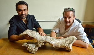 luca-pandolfi-e-lorenzo-rook-con-cranio-rinoceronte